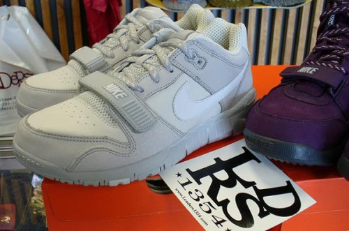 nike-air-trainer-white-4.jpg